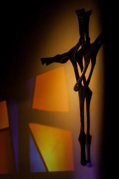 Das zweiteilige Andreaskreuz wurde extra für die Andreasgemeinde Niederhöchstadt angefertigt und ist auch Teil des Gemeindelogos.