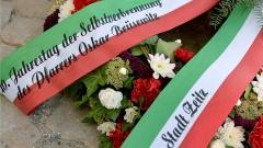 Kranzniederlegung am 18.08.2016 an der Gedenkstele für den DDR-Pfarrer Oskar Bruesewitz in Zeitz.