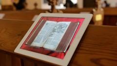 Digitalisierte Bibel in Kirche