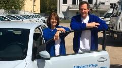 """Für die ARD-Show """"Das fantastische Quiz des Menschen"""" war Eckart von Hirschhausen einen Tag als Praktikant in der Altenpflege mit Kathrin Ketzer unterwegs."""