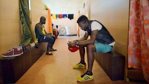 Afrikanische Fluechtlinge in der Frankfurter Gutleutkirche