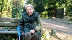 """""""Die unsichtbaren Alten"""": Die 86-jährgie Anne Blum hat früher Ballett getanzt. Heute kann sie sich kaum schmerzfrei bewegen."""