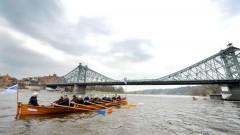 Boot auf der Elbe in Dresden