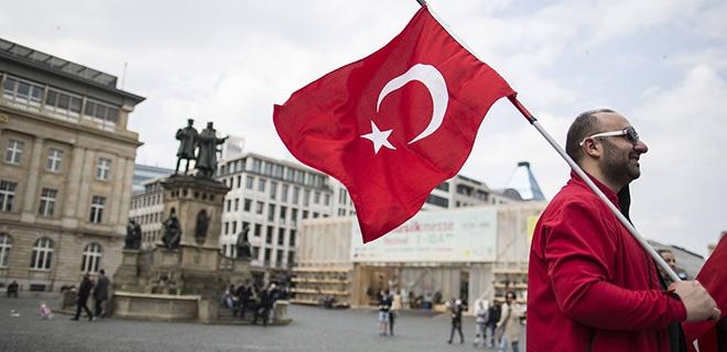 Demonstration Friedensmarsch für die Türkei und die EU Roflmarkt Frankfurt Bild x von 23 Frankfur