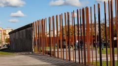 Mauernachzeichnung auf dem Areal der Gedenkstätte Berliner Mauer.