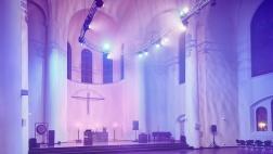 Lichtinszenierung von Richard Röhrhoff, unter anderem in der Kreuzeskirche
