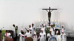 Orthodoxe Christen aus Eritrea feiern Gottesdienst in der evangelischen Philippus-Kirche in Berlin.