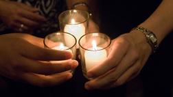 Symbolfoto Trauer mit Kerzen.